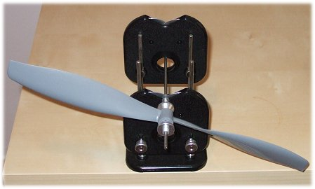 RC propeller balance - let the prop swing freely in the balancer